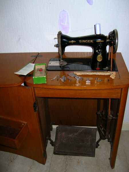 Singer 15k88 les amies des fils - Comment mettre une canette dans une machine a coudre singer ...