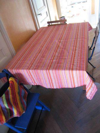 une belle nappe les amies des fils. Black Bedroom Furniture Sets. Home Design Ideas